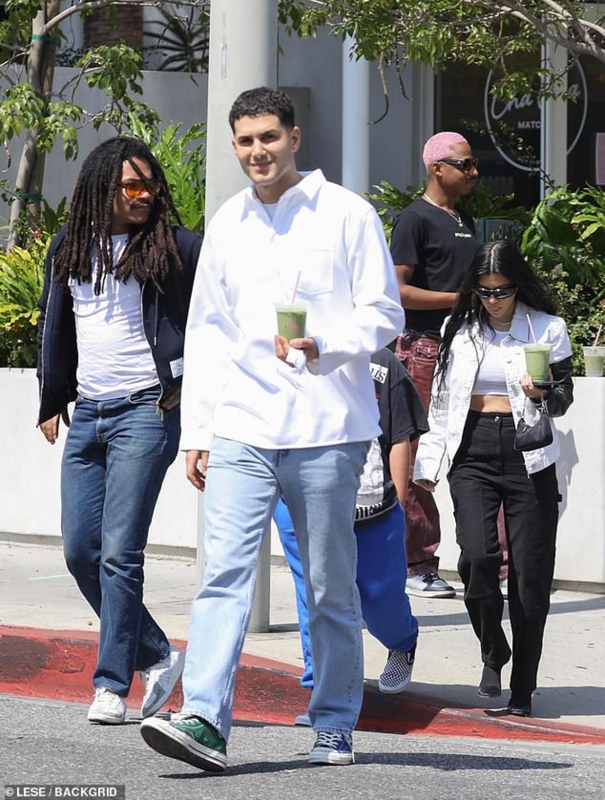 Kourtney Kardashian hiện đang hẹn hò với Travis Barker.