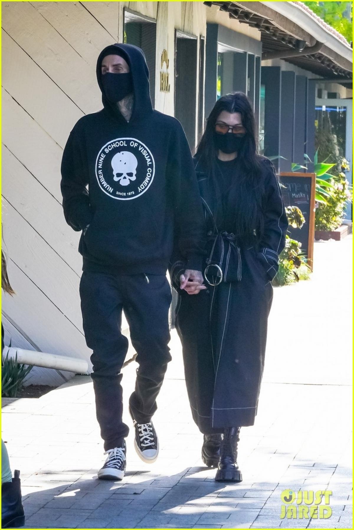 Kourtney Kardashian vướng tin hẹn hò Travis Barker vào dịp đầu năm nay.