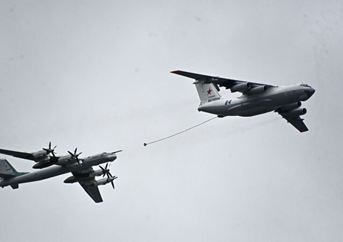 Màn tiếp nhiên liệu trên không của máy bay máy baytiếp dầu trên khôngIL-78 vàném bom hạng nặng Tupolev Tu-95. Ảnh: Sputnik.