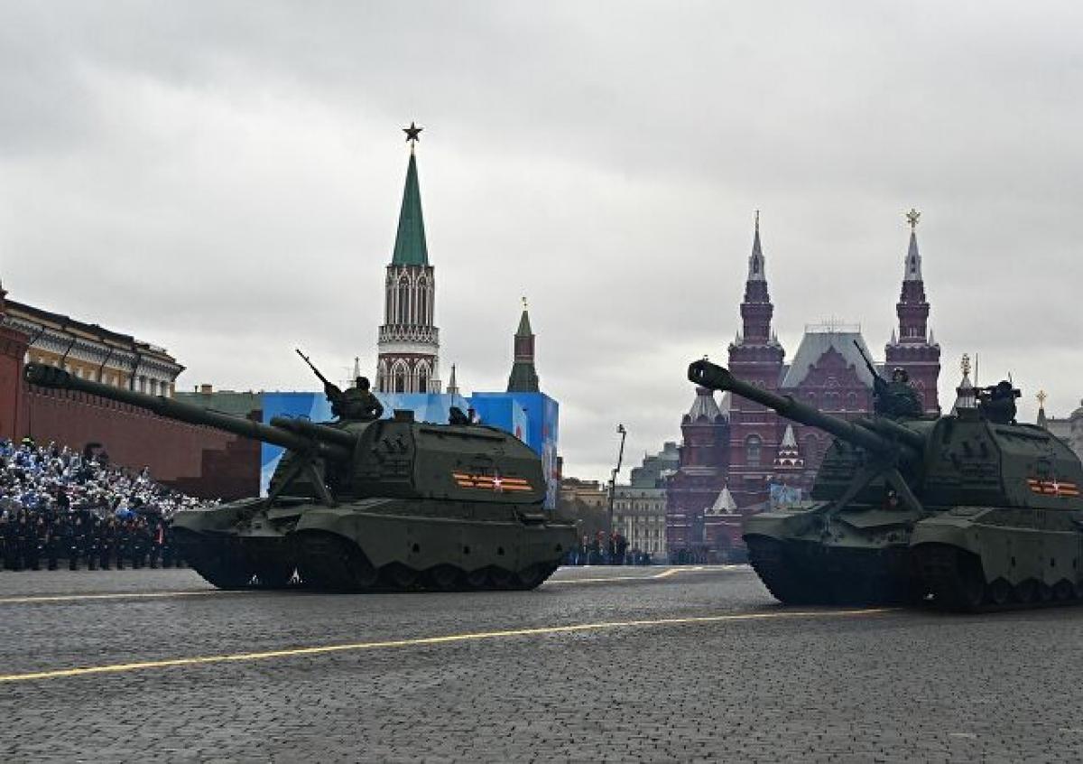 Hệ thốngpháo tự hành 2S19Msta-S và Koalitsiya-SV.Ảnh: Sputnik.