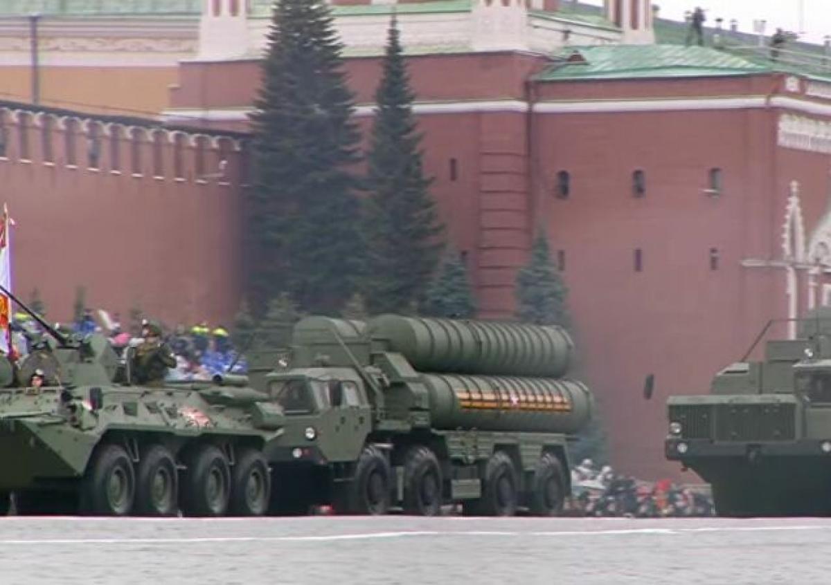 Hệ thống phòng không S-400. S-400 là hệ thống phòng không di động tiên tiến nhất trong kho vũ khí của Nga, có thể bắn hạ mọi thứ, từ máy bay, máy bay không người lái cho đến tên lửa hành trình và đạn đạo.Ảnh: Sputnik.