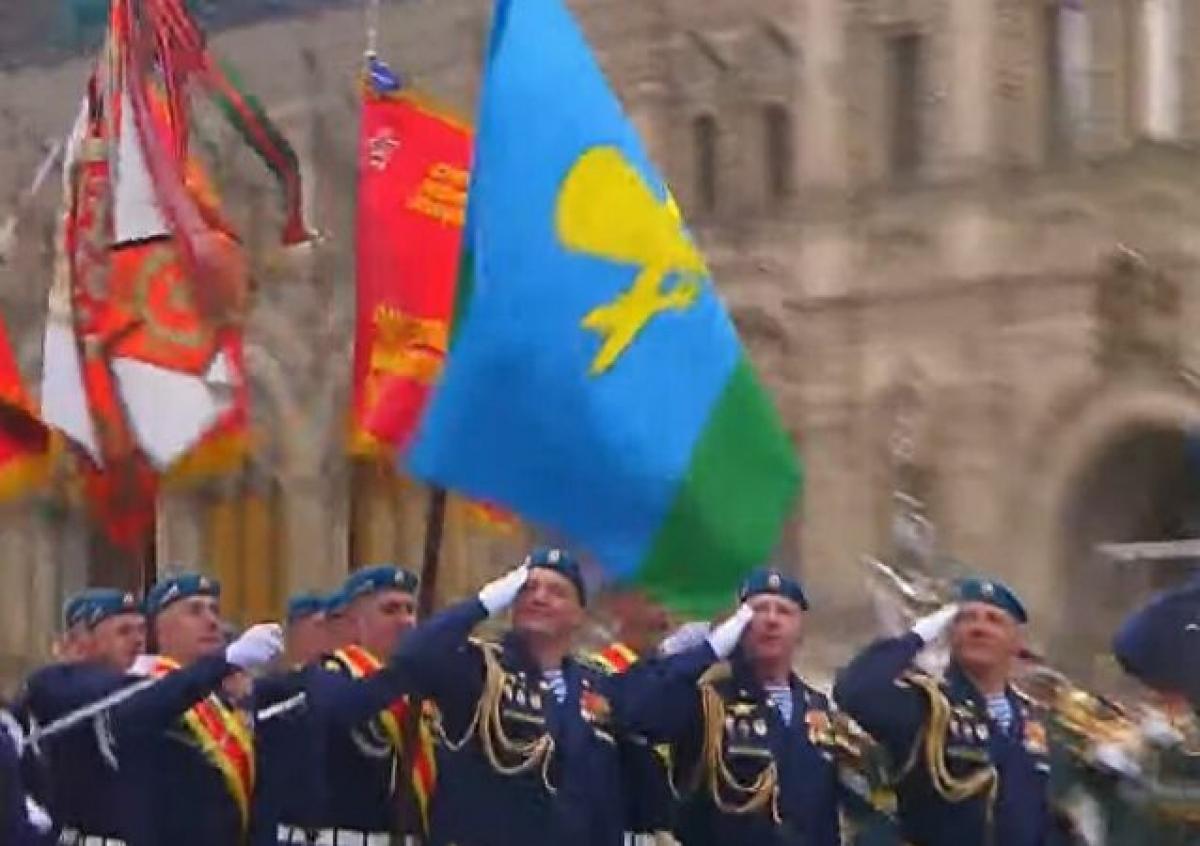 Lực lượng không quân Nga tiến vào lễ đài. Ảnh: Sputnik.