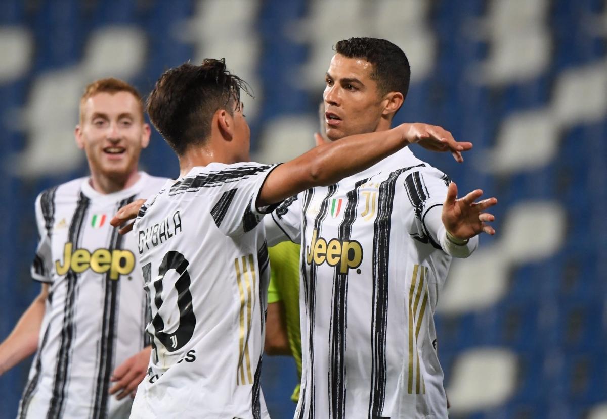 Ronaldo và Dybala đạt cột mốc 100 bàn cho Juventus trong cùng một trận đấu (Ảnh: Getty).