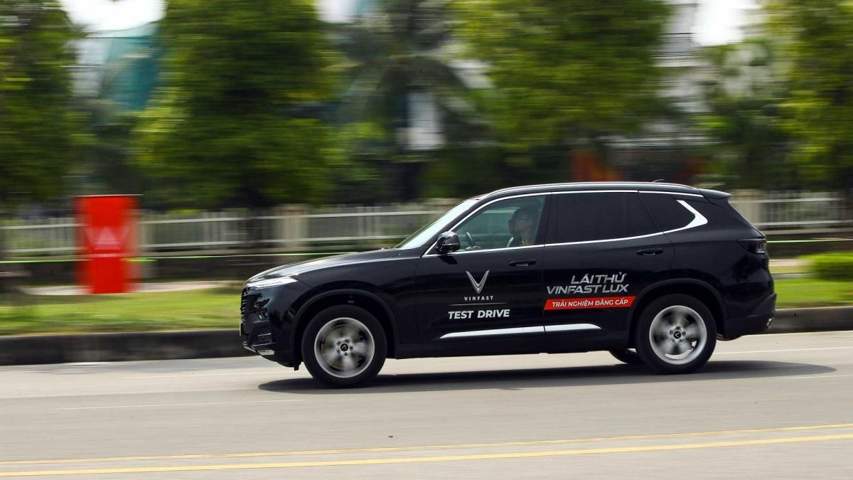 Đảm bảo 5K mùa dịch, VinFast tiên phong phục vụ lái thử xe, ký hợp đồng tại nhà khách hàng.