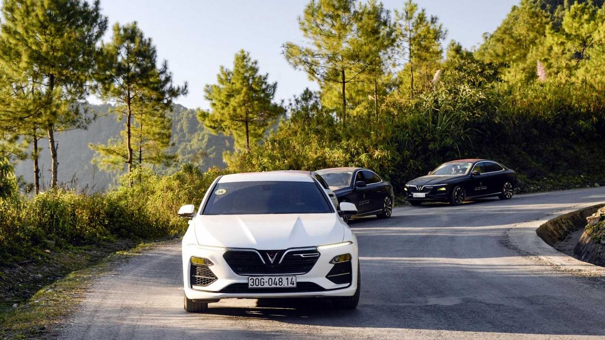 """Lái thử xe, ký hợp đồng tại nhà, VinFast chăm sóc khách """"tận răng"""" giữa mùa dịch."""