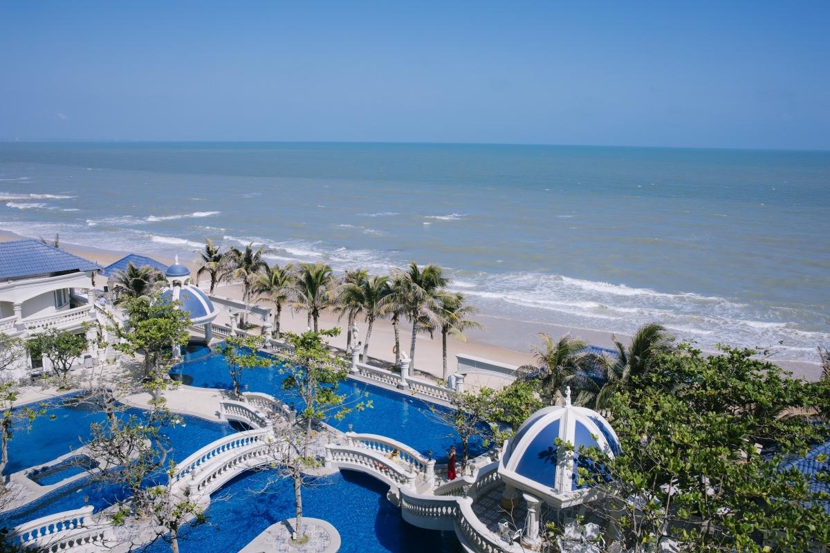 """Khu resort được ví như """"Santorini thu nhỏ của Việt Nam"""".Nguồn: Booking.com"""
