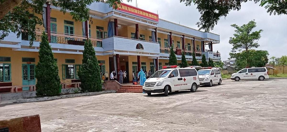 13 giáo viên và 48 học sinh Trường THPT Lê Quý Đôn (huyện Trực Ninh, Nam Định) phải tiến hành cách ly tập trung. Ảnh: GDTĐ