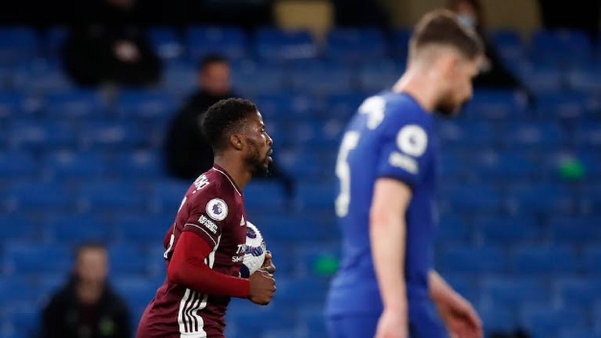 Leicester City gặp bất lợi nhất trong cuộc đua vào tốp 4 (Ảnh: Reuters).
