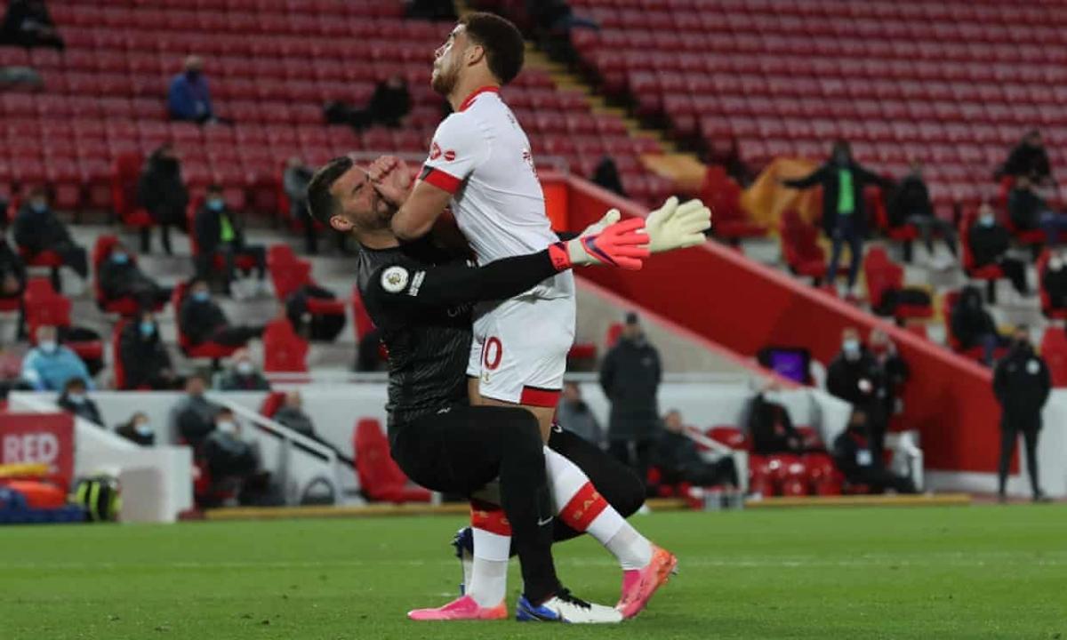 Thủ môn Alisson cứu Liverpool thoát khỏi bàn thua trông thấy. (Ảnh: Getty)