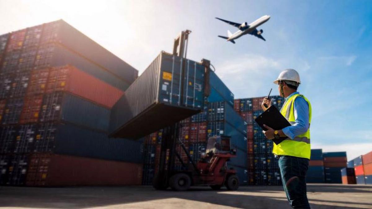 Số lao động được đào tạo bài bản về dịch vụ logistics chỉ chiếm khoảng 5 - 7% số lao động hiện đang làm việc trong lĩnh vực này. Ảnh minh họa: KT