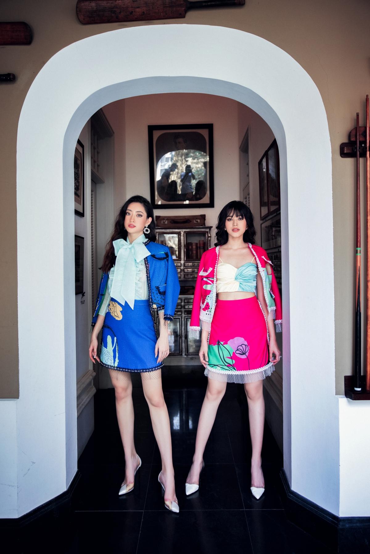 """Nàng Hậu không ngằn ngại """"đọ dáng"""" với đàn chị Lương Thùy Linh trong nền tiền sảnh cổ điển."""