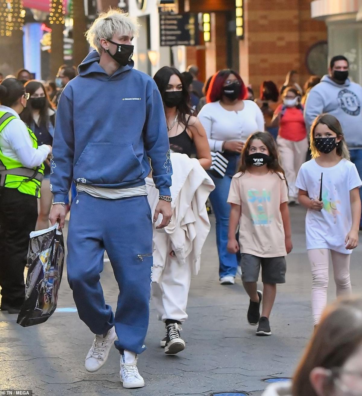 Đây cũng là lần đầu tiên Megan Fox giới thiệu bạn trai với các con của mình.