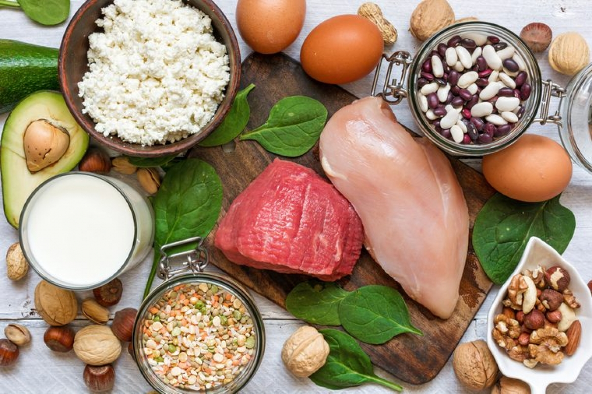 Giảm cân: Các loại thịt đỏ rất giàu calo, do đó khi bạn loại bỏ chúng khỏi chế độ ăn uống, bạn có thể sẽ giảm cân. Ban đầu, sự thay đổi này có thể chưa rõ ràng, nhưng về lâu dài bạn sẽ thấy được sự khác biệt đáng kể.