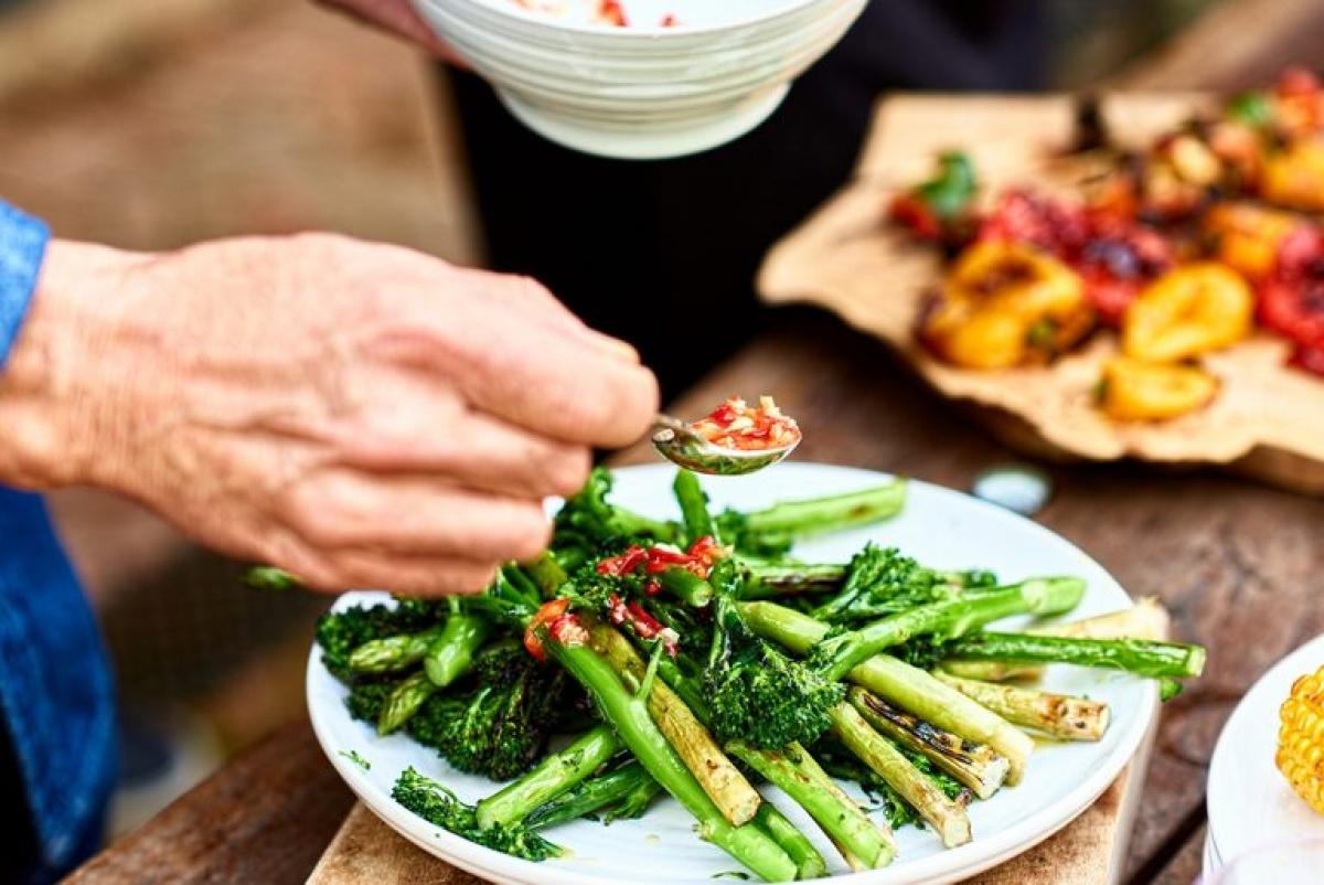 Giảm axit: Cơ thể khỏe mạnh cần một mức pH cân bằng, mà hầu hết chúng ta đều đang ăn quá nhiều thực phẩm có tính axit, bao gồm cả thịt đỏ. Khi lượng axit trong cơ thể tăng cao, nó sẽ tạo ra môi trường hoàn hảo cho nhiều bệnh phát triển. Giảm ăn thịt đỏ, đồng thời kiểm soát căng thẳng và cải thiện giấc ngủ sẽ giúp giảm nguy cơ mắc ung thư và tiểu đường.
