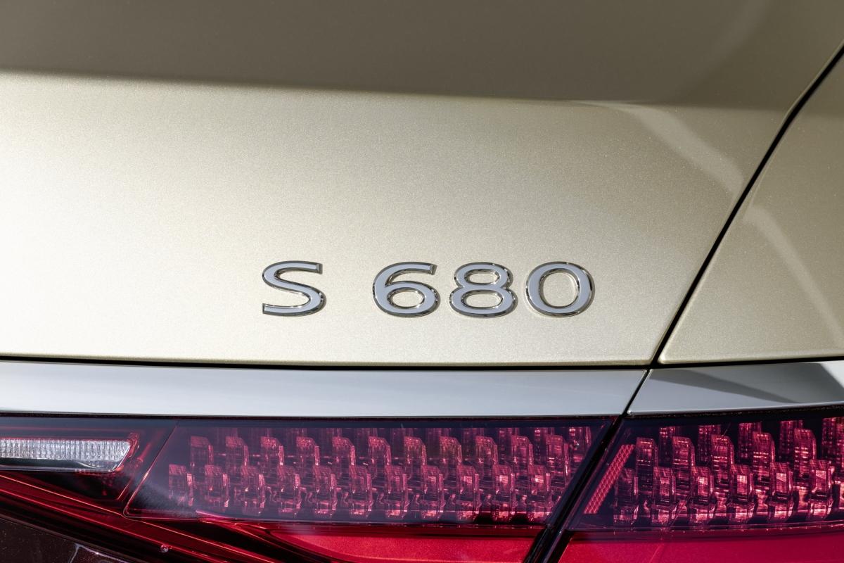Mercedes-Maybach S-Class 2021 hiện đã có thể đặt hàng và dự kiến có mặt trên thị trường trong nửa sau năm nay.
