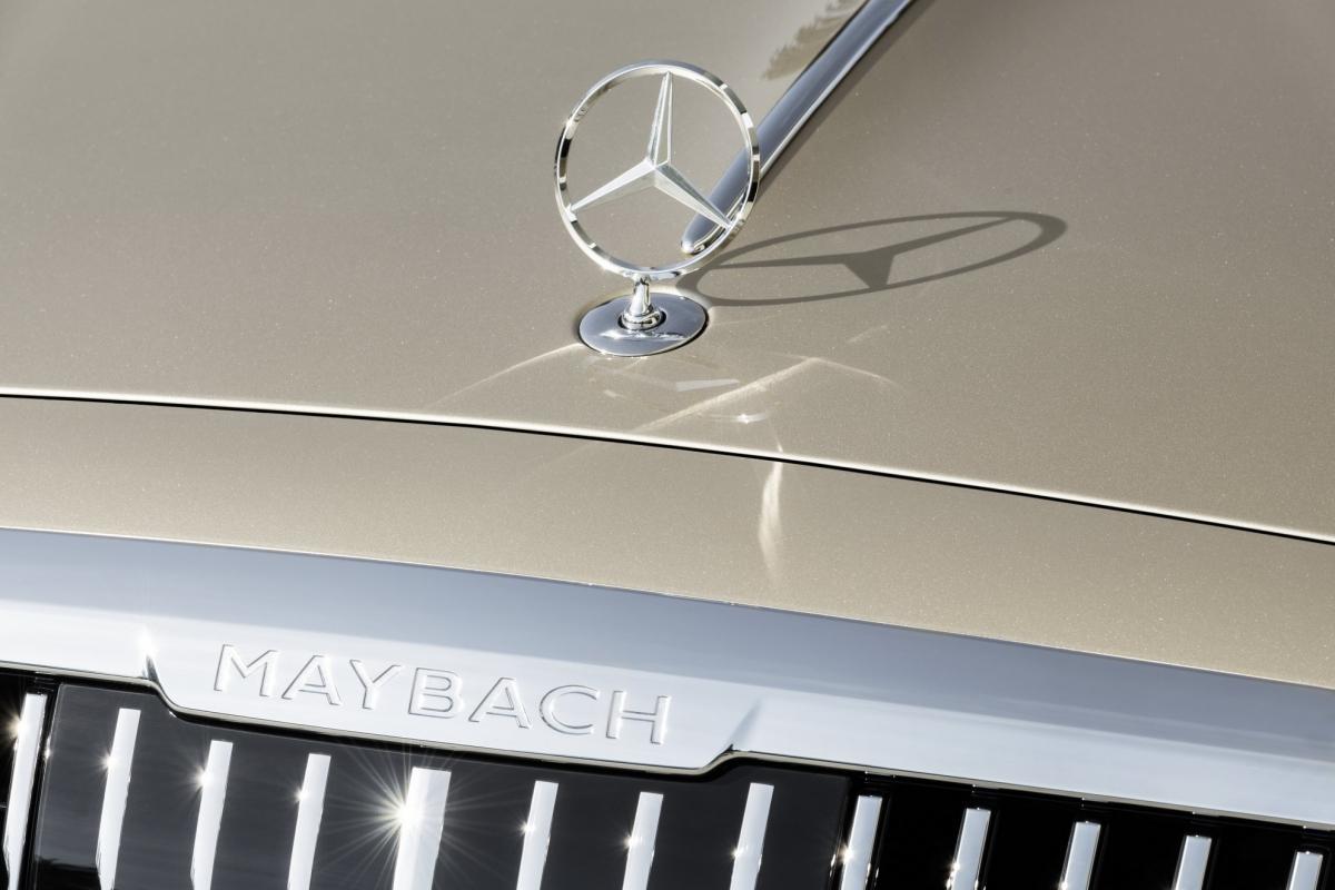 Mercedes-Maybach S-Class mới cũng có hệ thống hỗ trợ lái xe Cấp độ 3, từ đó cho phép người lái bỏ tay khỏi vô lăng trong các tình huống như giao thông đông đúc hoặc trên một số đường cao tốc được lựa chọn khi hệ thống này có hiệu lực từ nửa cuối năm 2021.