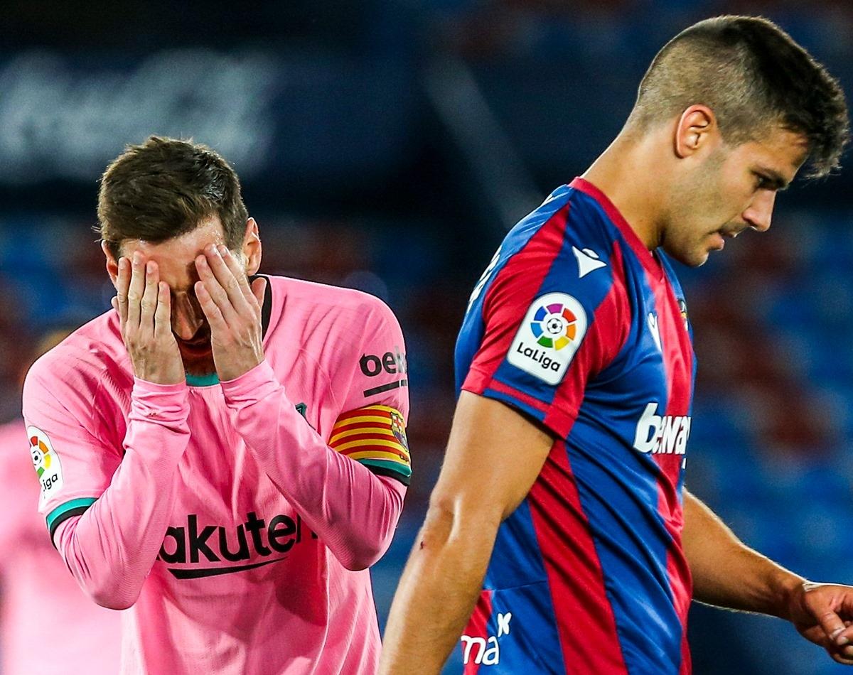 Messi mắc sai lầm trực tiếp dẫn tới bàn thua ở trận này. (Ảnh: Bleacher Reports)