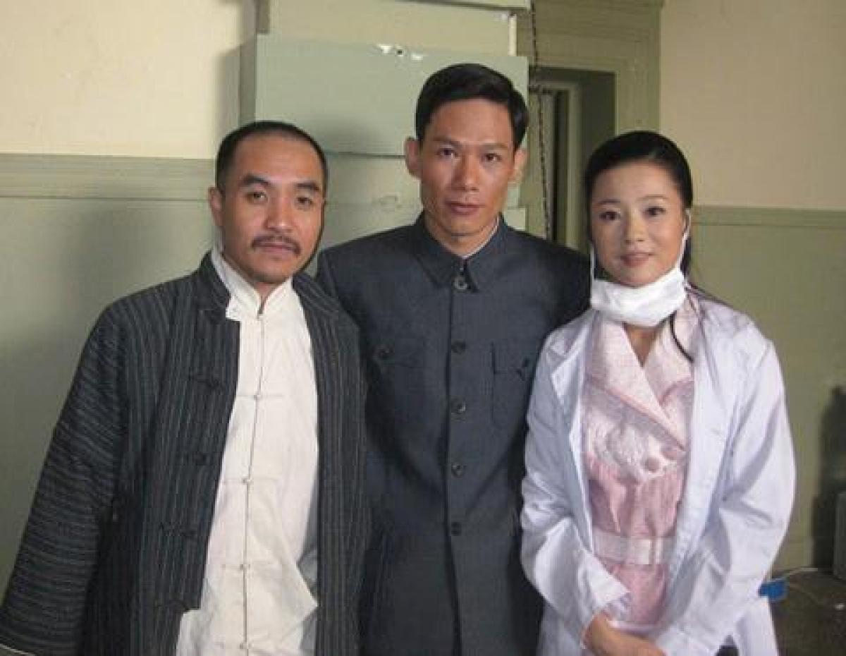 """Diễn viên Minh Hải (giữa) trong phim """"Vượt qua bến Thượng Hải""""."""