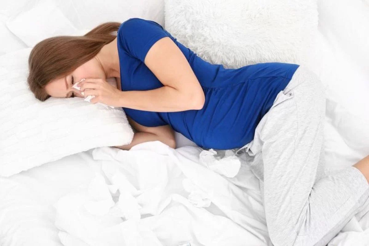 Giảm các triệu chứng thai kỳ: Nếu các triệu chứng thường gặp khi mang thai như ngực cương tức, buồn nôn, ốm nghén bỗng dần biến mất, đó có thể là dấu hiệu sảy thai.