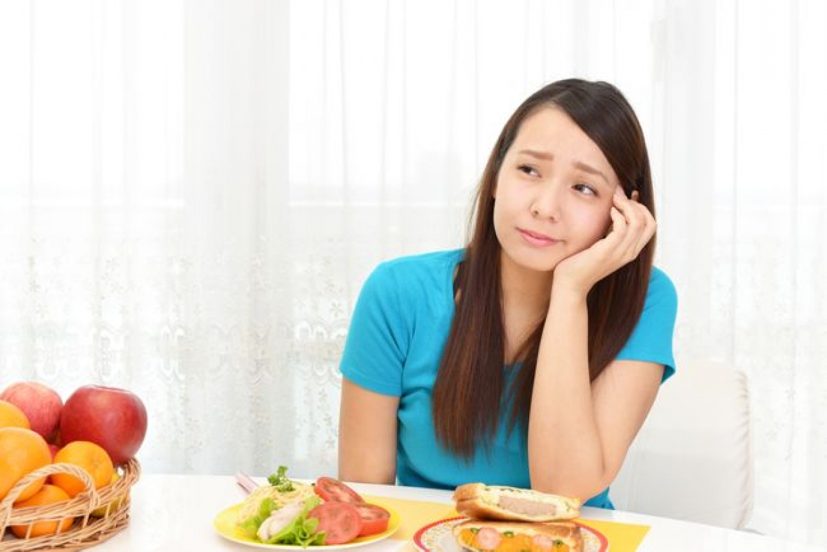 Sụt cân: Sụt cân là một dấu hiệu bất thường khi mang thai. Thai phụ bình thường với mức cân nặng bình thường sẽ tăng 12-16kg trong quá trình mang thai. Nếu thai phụ đột nhiên sút cân và cảm thấy chán ăn, thai phụ cần được tư vấn y tế để phát hiện sớm các vấn đề với thai nhi./.