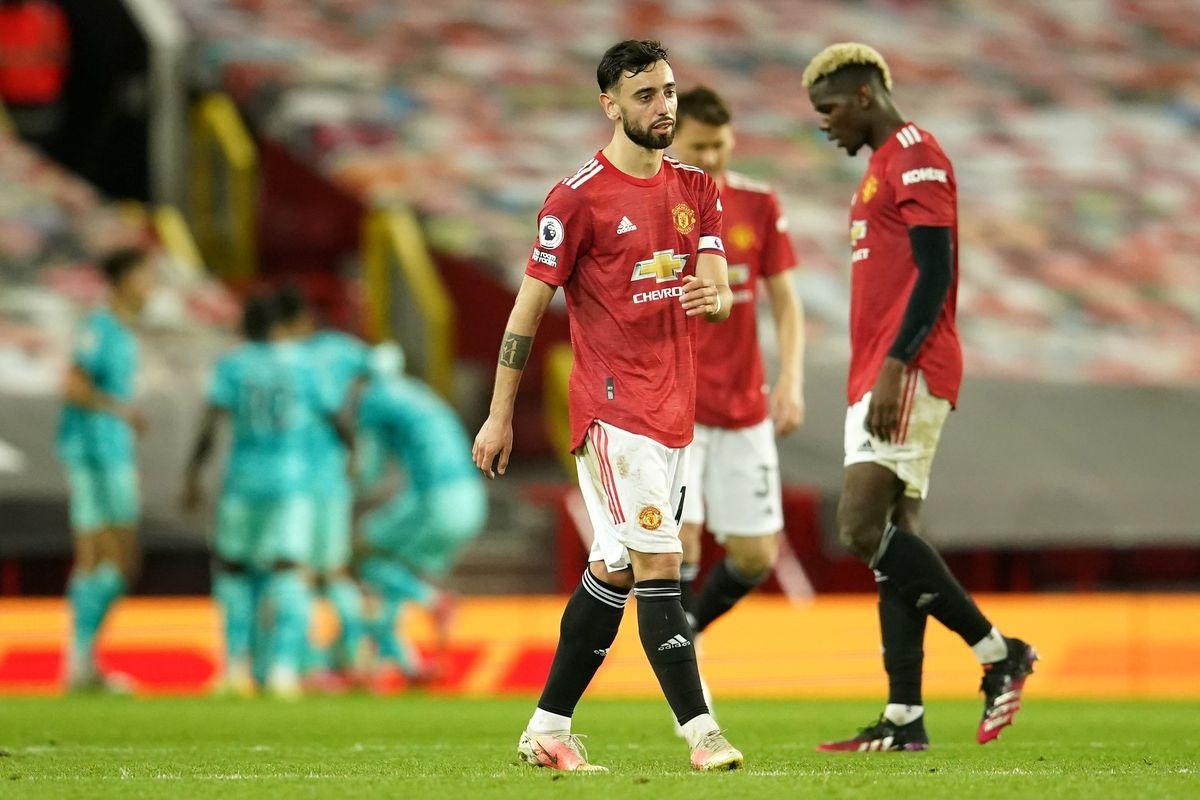 Sự thất vọng của các cầu thủ MU khi thua ngược Liverpool. (Ảnh: Getty).