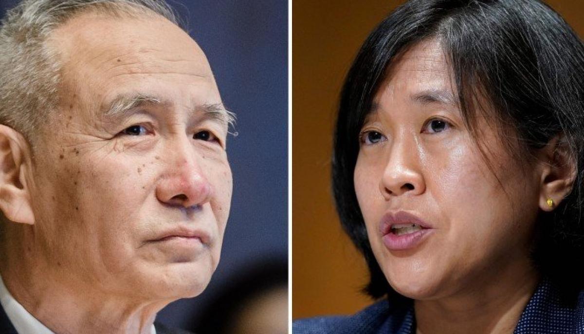 Phó Thủ tướng Trung Quốc Lưu Hạc (trái) và Đại diện thương mại Mỹ Katherine Tai. Ảnh: SCMP