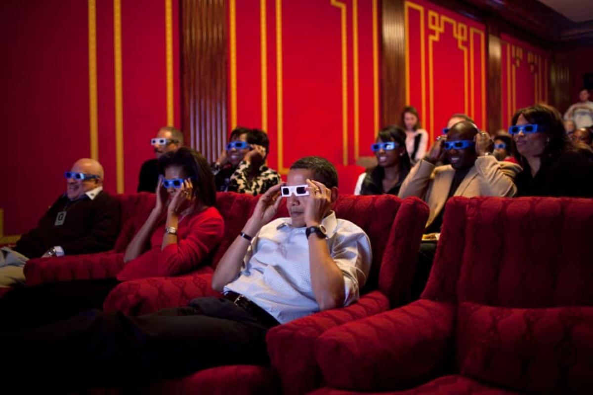 Nhà Trắng có thể xem phim trước những người khác. Phòng chiếu phim tại Nhà Trắng sẽ nhận được các bộ phim gửi từ Hollywood và mọi người tại đây sẽ được thưởng thức bộ phim trước khi chúng ra mắt công chúng.
