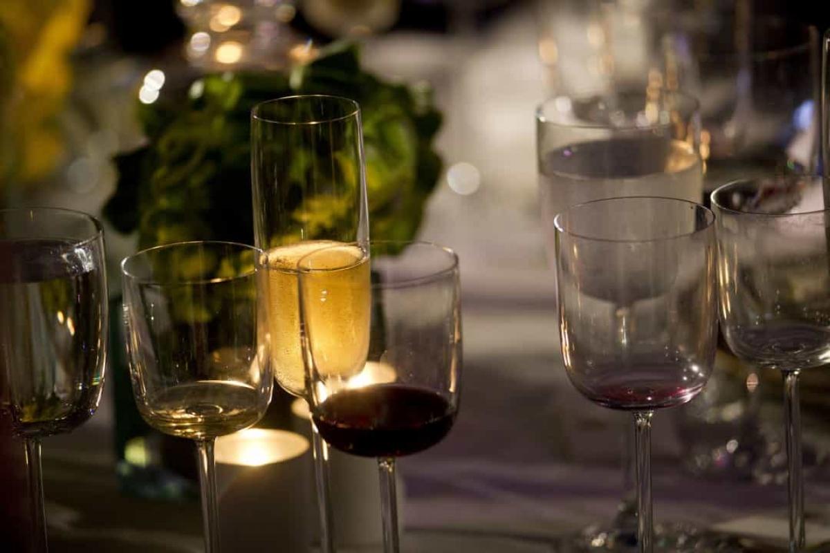 Chỉ có thể uống rượu vang Mỹ tại Nhà Trắng. Loại rượu duy nhất được phục vụ trong Nhà Trắng được làm từ loại nho trồng ở Mỹ.