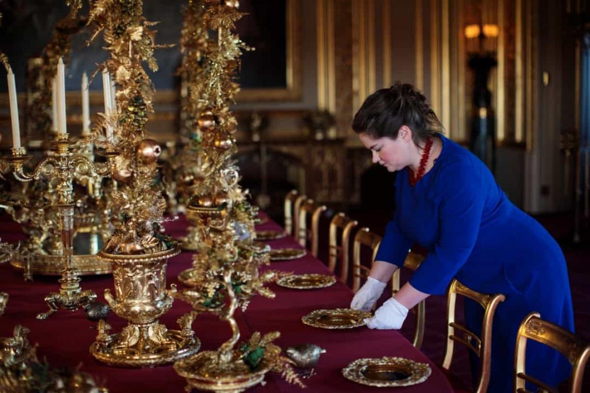 Chỉ mất 6 giờ đồng hồ để dọn đồ đạc của cựu Tổng thống và đón chào tân Tổng thống vào Nhà Trắng. Khoảng 100 nhân viên sẽ được huy động để thực hiện công việc dọn dẹp.