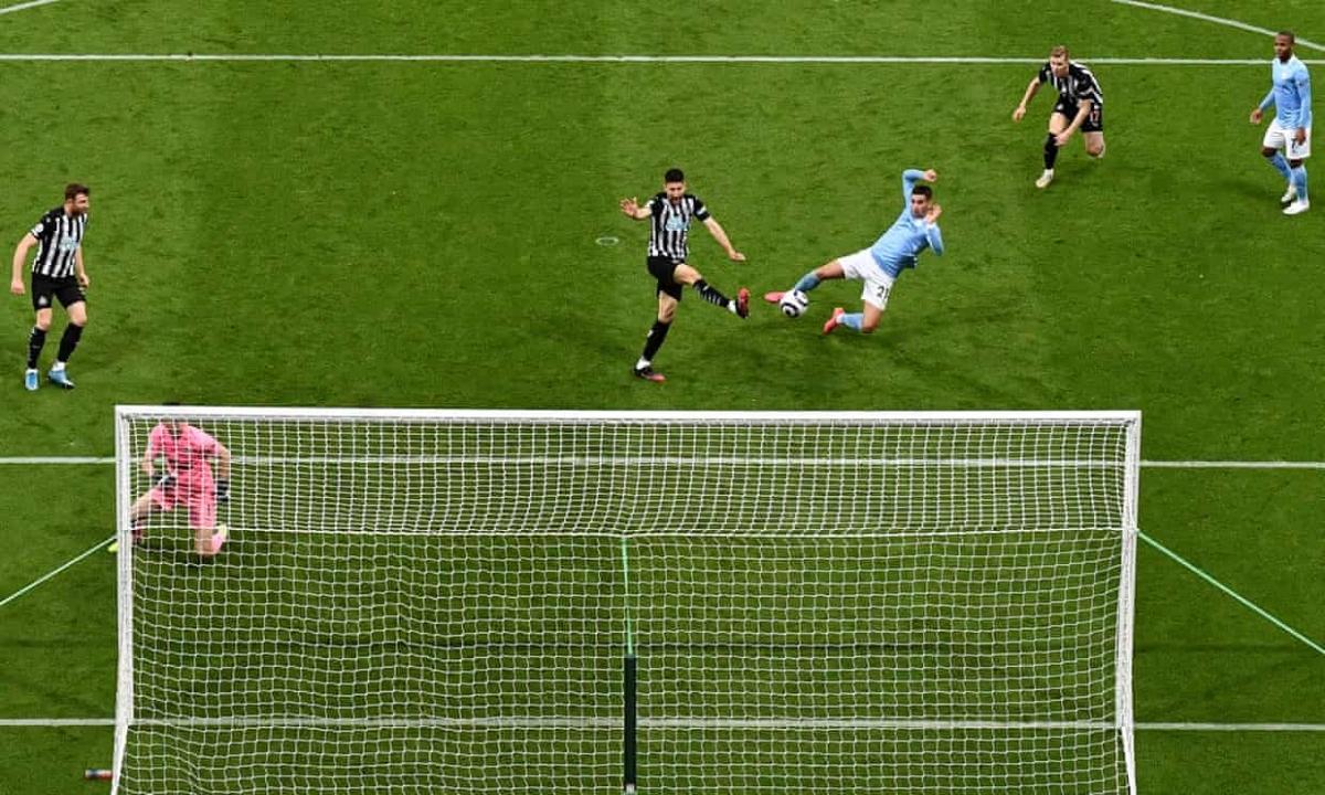Man City chỉ mất thêm 2 phút nữa để có bàn ấn định chiến thắng kịch tính 4-3 trước Newcastle.