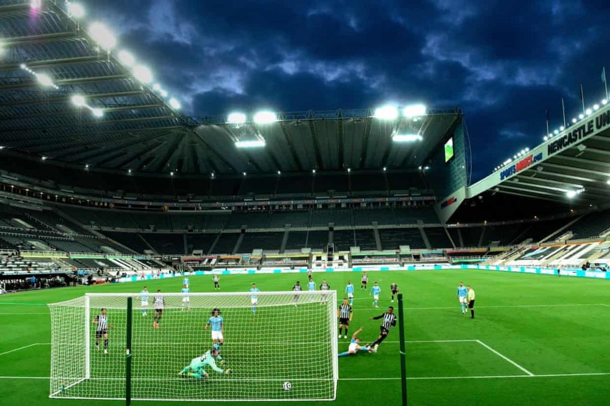 Cú đá 11m của Joseph Willock không thắng được thủ môn Scott Carson nhưng cú đá bồi đã đưa Newcastle vượt lên dẫn trước 3-2 ở phút 62.