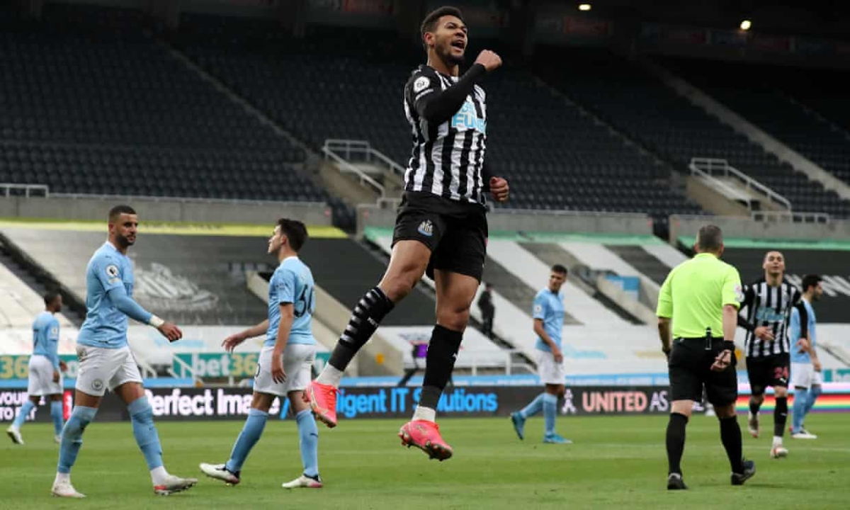 Ngay trước giờ nghỉ, Newcastle bất ngờ có bàn gỡ hòa 2-2 nhờ công của Joelinton.