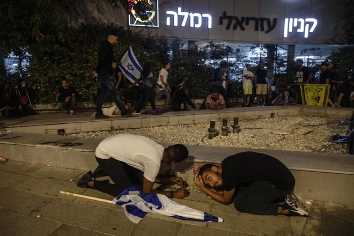 Ảnh: Khung cảnh hoang tàn sau hàng loạt cuộc không kích trả đũa của Israel ở dải Gaza - Ảnh 14.
