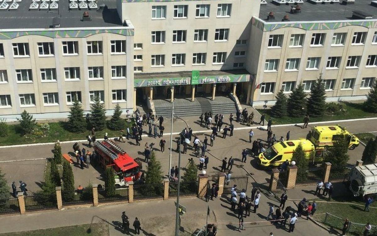 Hiện trường vụ xả súng ở Kazan, Nga. Ảnh: Lipstick Alley.