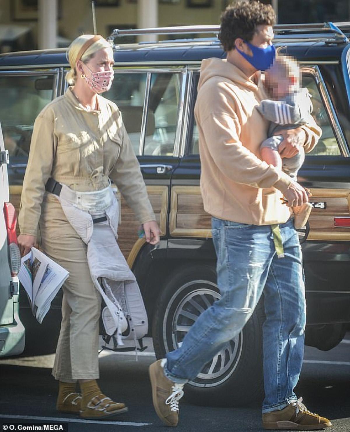 Orlando Bloom cùng hôn thê Katy Perry đưa con gái Daisy đi chơi nhân Ngày của mẹ ở Mỹ.
