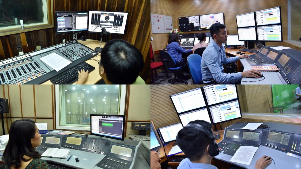 Kỹ thuật viên làm việc trong các phòng thu chương trình phát thanh của VOV. Ảnh: Văn Ngân