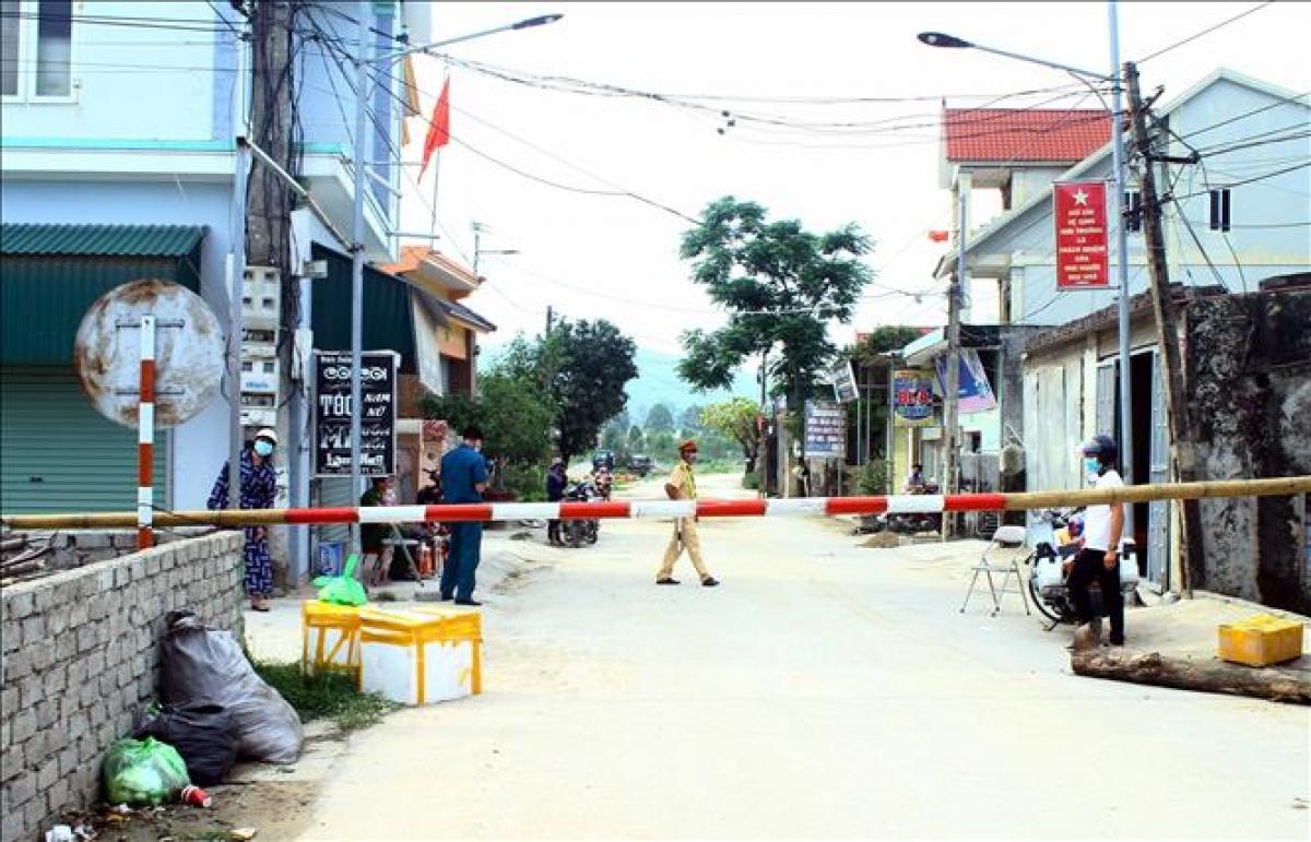 Phong tỏa 5 thôn tại xã Quỳnh Lập khi có một trường hợp dương tính với Covid-19 (Ảnh: KT)