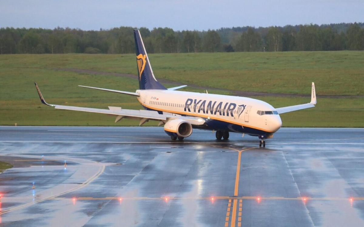 Máy bay của hãng Ryanair tới Latvia sau khi bị buộc phải hạ cánh xuống Minsk, Belarus. Ảnh: Getty