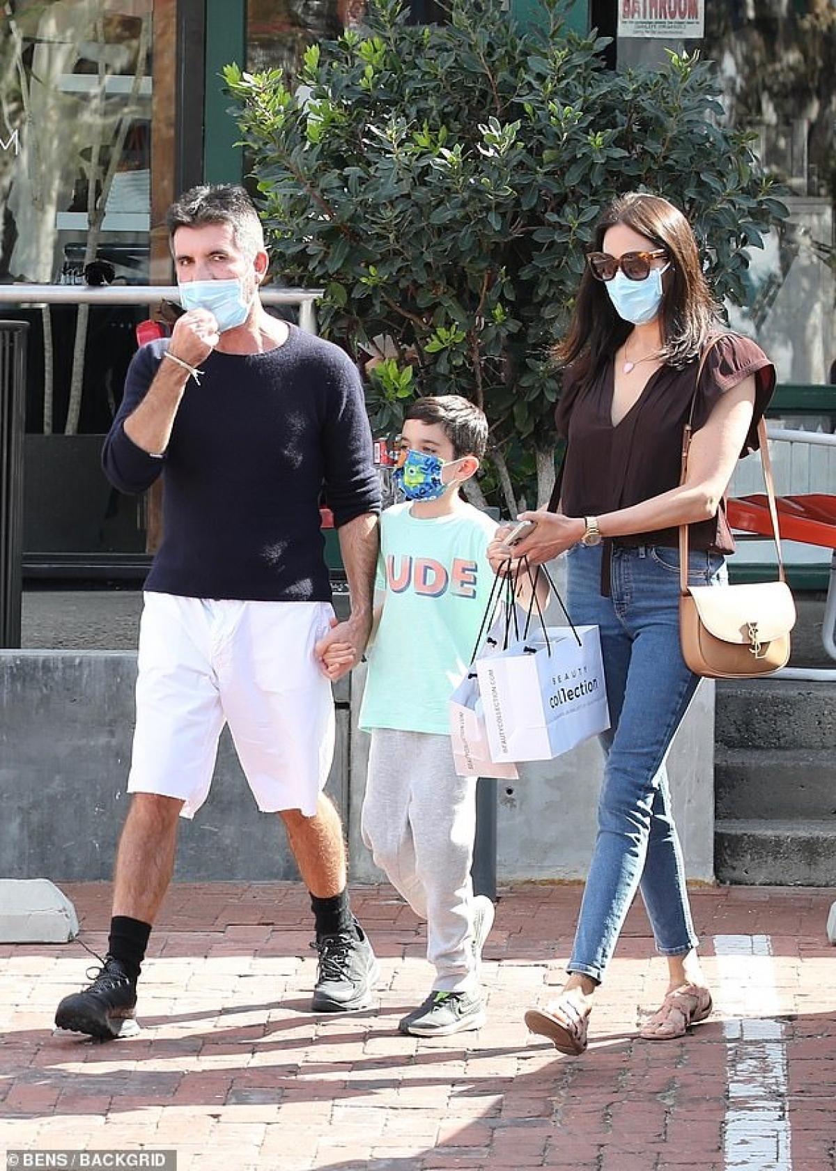 Simon Cowell đang tận hưởng cuộc sống hạnh phúc bên Lauren Silverman và các con.