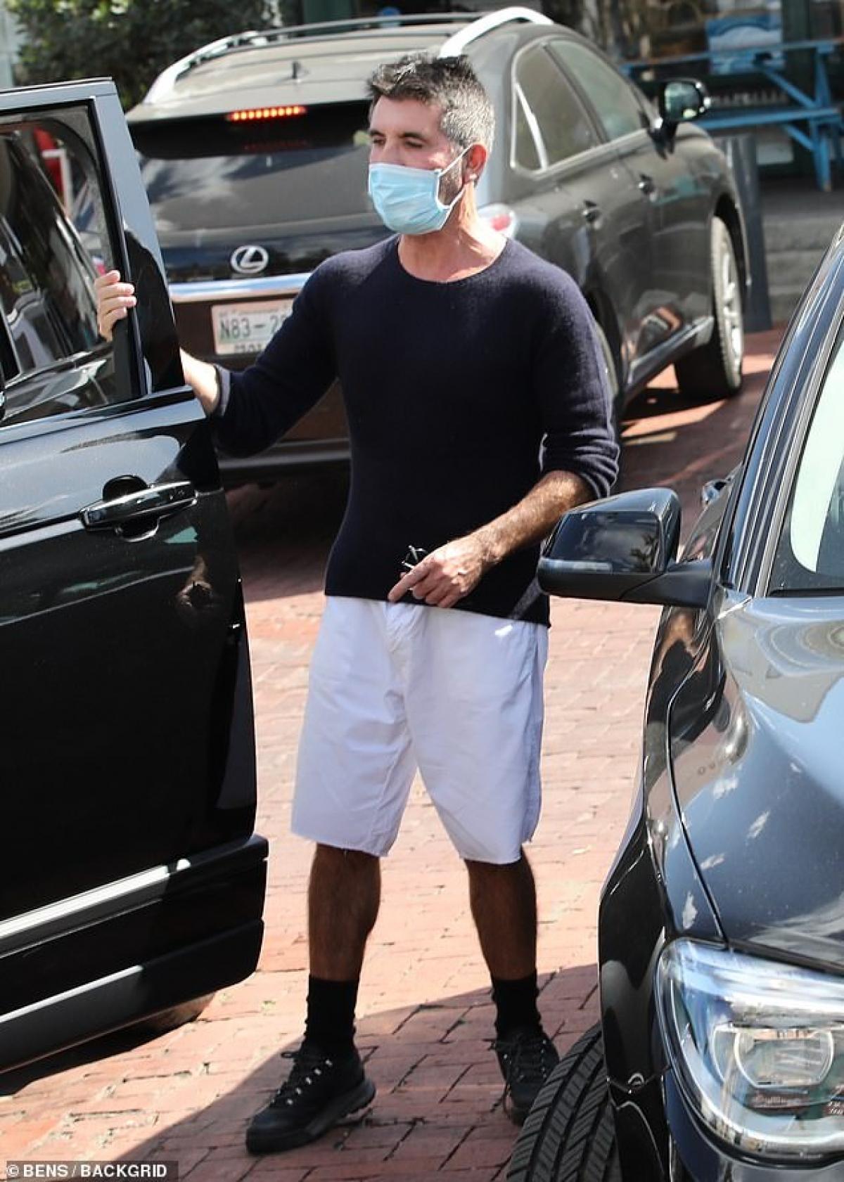 Simon Cowell lên chức bố lần đầu ở tuổi 55.