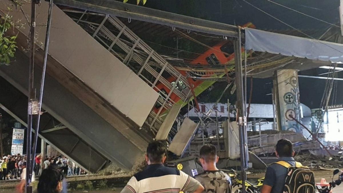 Hiện trường vụ sập cầu vượt metro ở thủ đô Mexico City, Mexico ngày 3/5. Ảnh: NBC