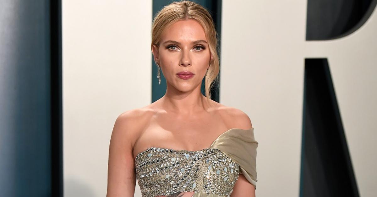 Scarlett Johansson cho biết mình thường đối mặt với các câu hỏi và nhận xét phân biệt giới tính.