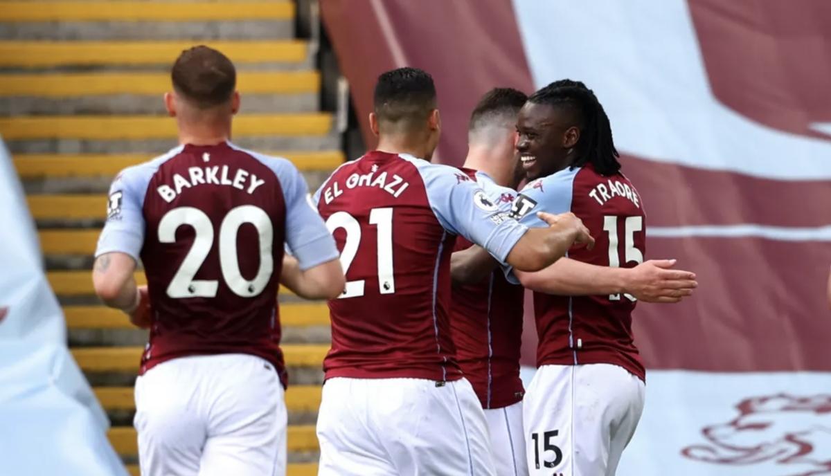 Aston Villa ăn mừng bàn mở tỷ số của Traore. (Ảnh: PA).