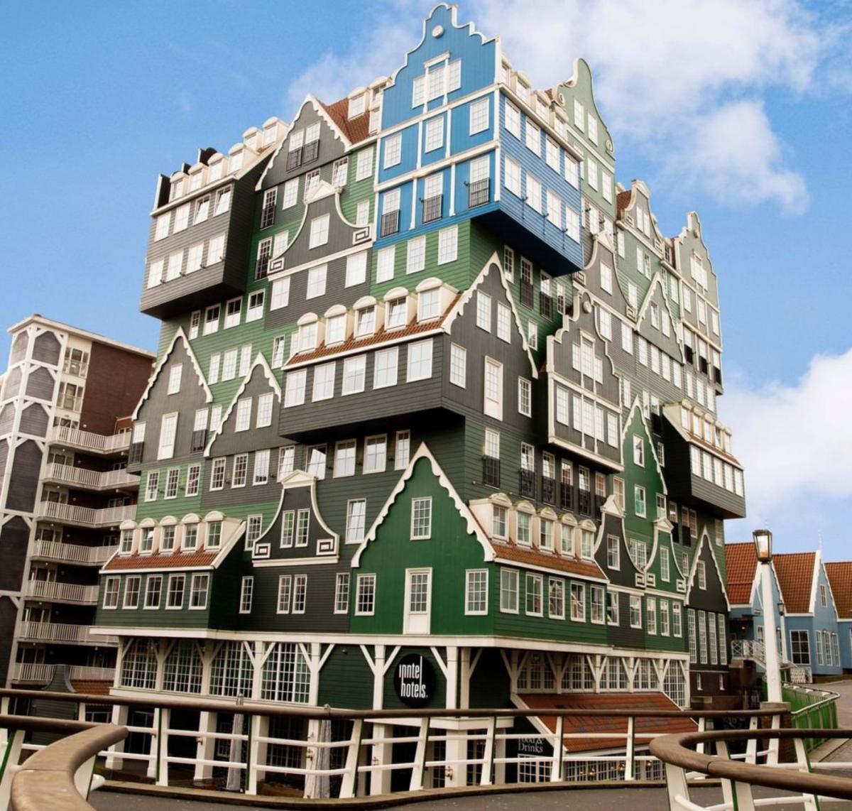 Khách sạn ở thủ đô Amsterdam của Hà Lan này được thiết kế như sự lắp ghép của hàng chục lâu đài được xếp chồng lên nhau.