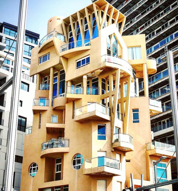 Có vẻ như tòa nhà ở Israel này có đủ các hình họa tròn, vuông, tam giác, bán nguyệt, lục lăng...