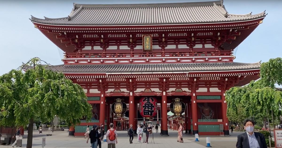 Hình ảnh đền Sensoji tại Asakusa, Tokyo trong tour đi bộ trực tuyến. Nguồn: Inside Japan
