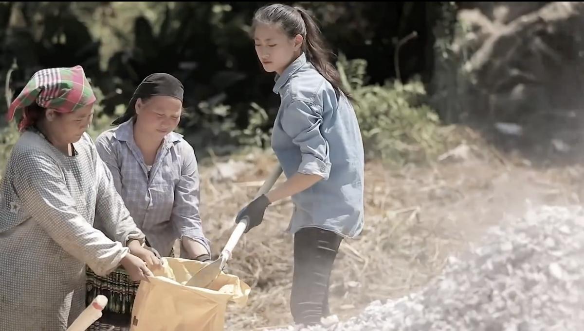 Lương Thuỳ Linh xuất hiện trong đoạn clip với diện mạo mộc mạc và giản dị.