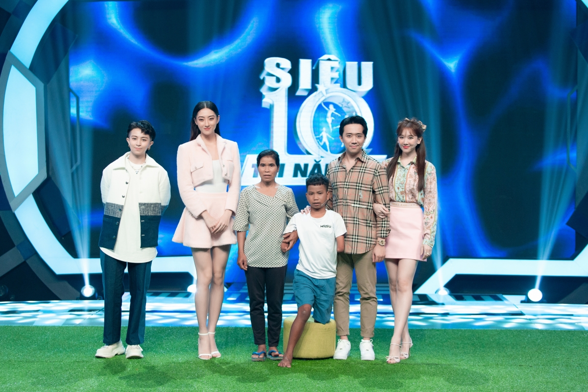 """Hoa hậu Lương Thùy Linh là khách mời tập 5 chương trình """"Siêu trí tuệ nhí""""."""