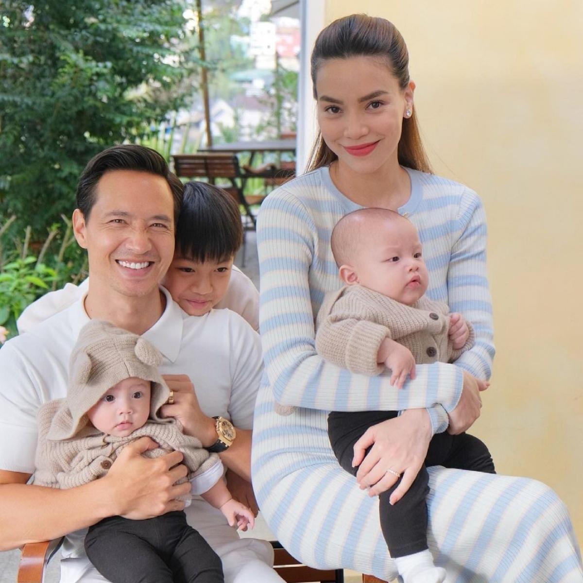 Leon và Lisa được coi là cặp song sinh nổi tiếng nhất Việt Nam bởi cha mẹ quá nổi tiếng: Nữ ca sĩ Hồ Ngọc Hà và diễn viên Kim Lý.