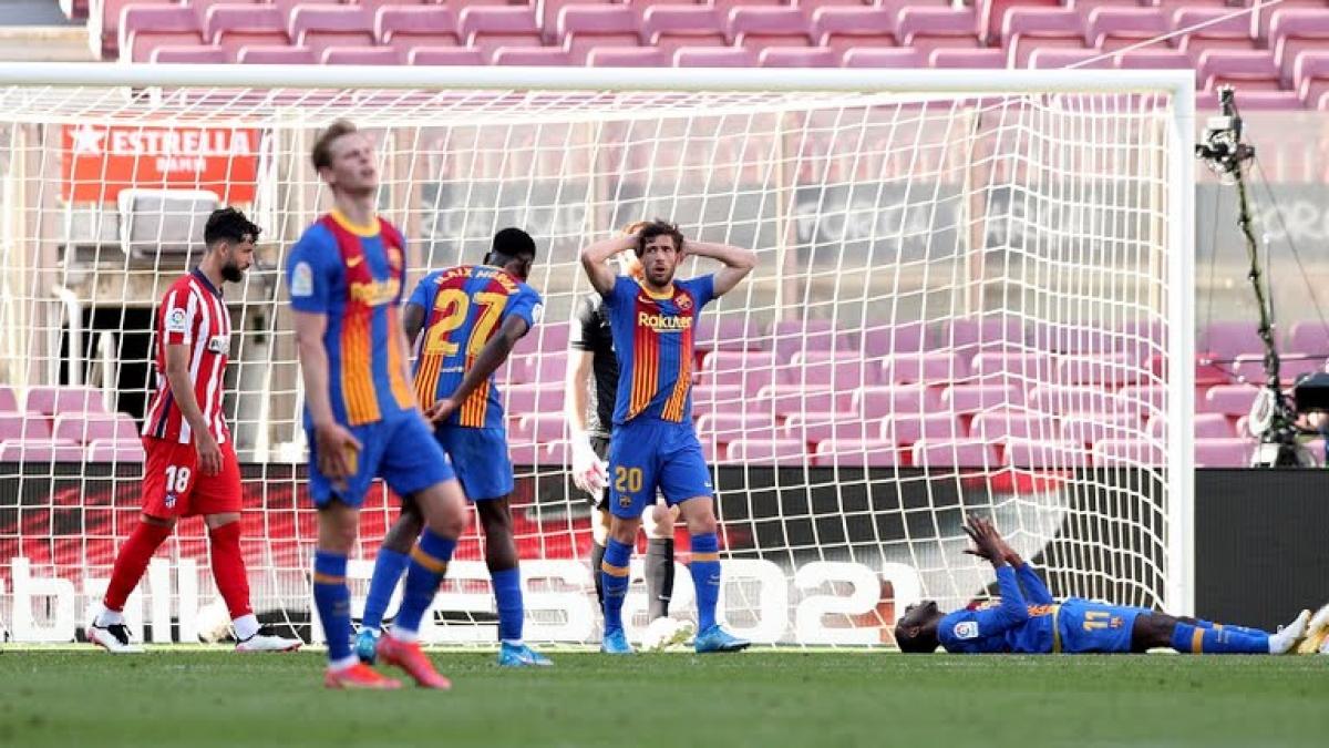 Barca lấy lại thế trận trong hiệp 2 và có tình huống đưa bóng vào lưới của Araujo nhưng bàn thắng không được công nhận vì lỗi việt vị. (Ảnh: Reuters)